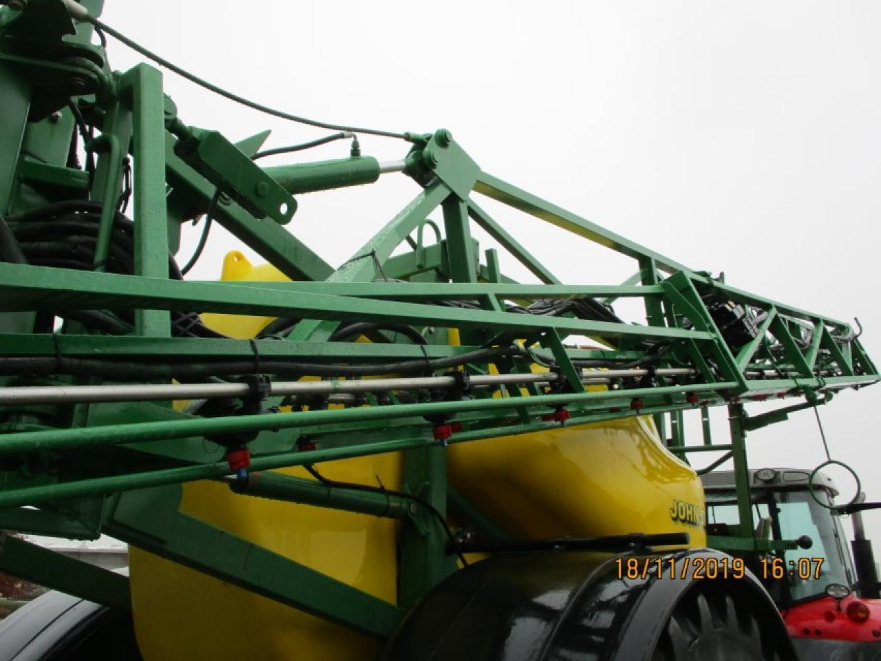 Trailed sprayer John Deere 840: picture 8