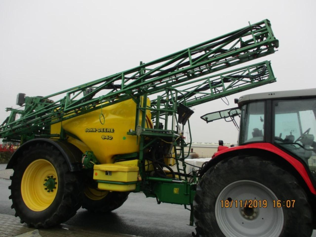 Trailed sprayer John Deere 840: picture 9